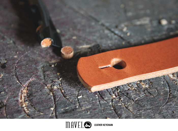 04mavel_leather-keychain